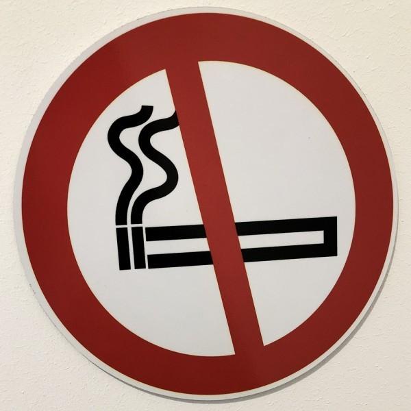 "Panneau rond ISO EN 7010 ""Interdiction de fumer"" P002"