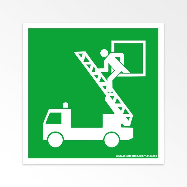 """Panneaux ISO 7010 d'évacuation carrés """"Fenêtre de secours"""" - E017"""
