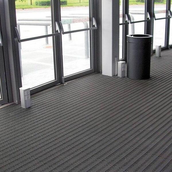 tapis en dalles modulables pour fosse d 39 entr e. Black Bedroom Furniture Sets. Home Design Ideas