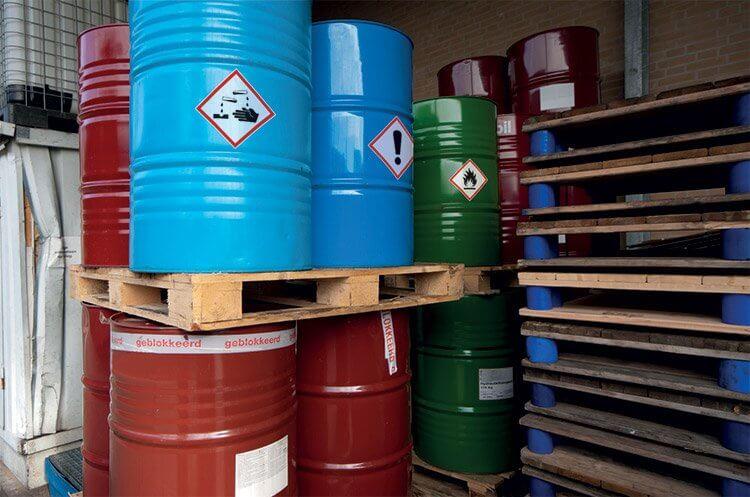 Exemple sur site industriel étiquettage barils danger