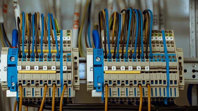 réseau de cables electriques